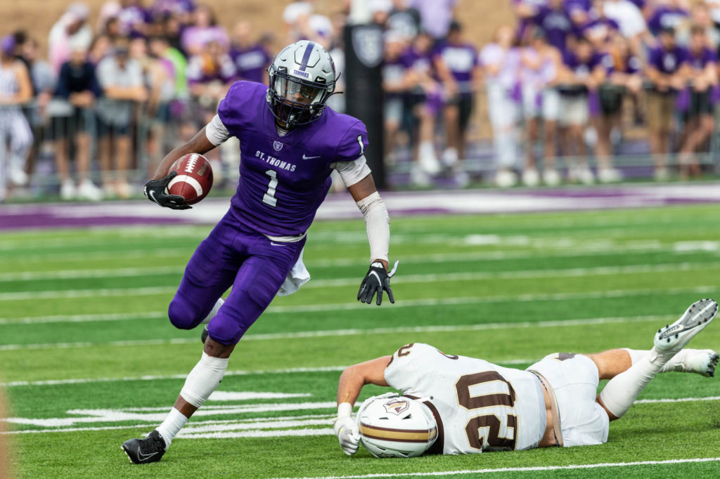 Action during the Homecoming Football game against Valparaiso University. Mark Brown/University of St. Thomas